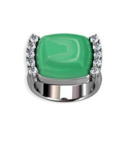 ring med diamanter och grön ädelsten