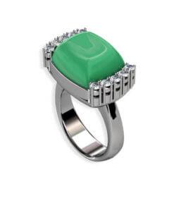 ring i vitguld med diamanter och grön ädelsten