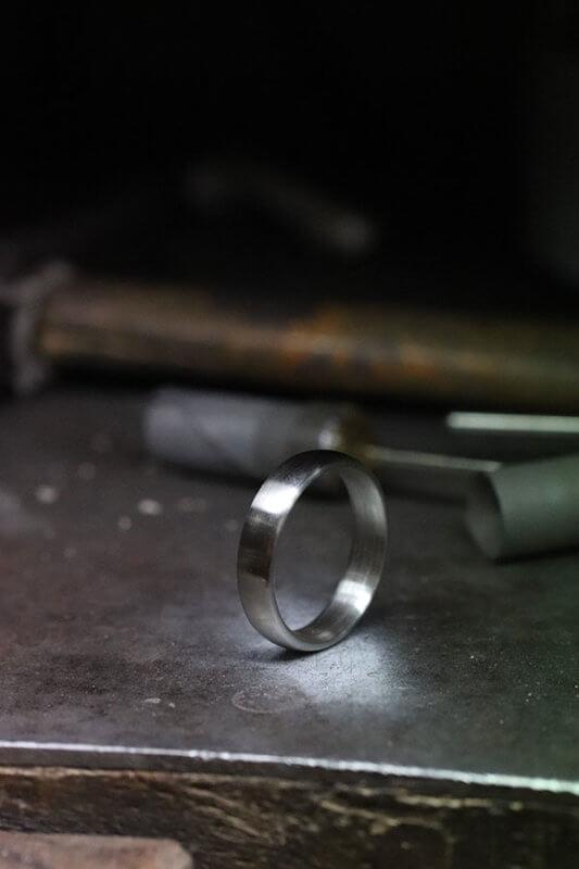 tillverkning klassiska släta förlovningsringar