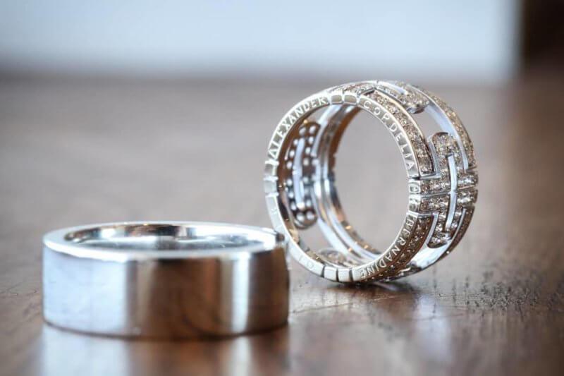 Förlovningsringar med handgravyr