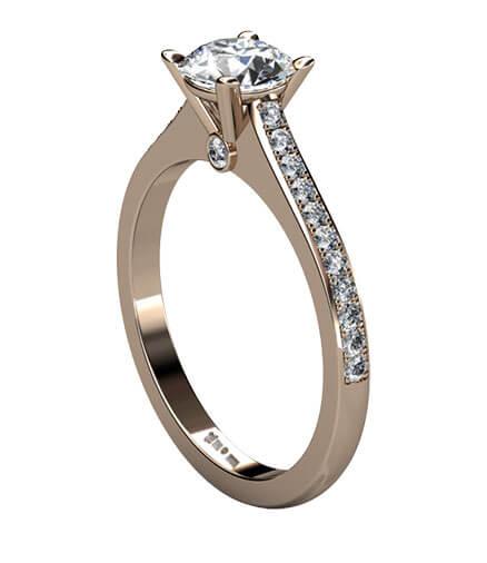 förlovningsring med diamanter