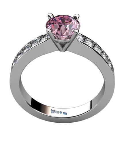 Vigselring i vitguld med rosa spinell och briljantslipade diamanter