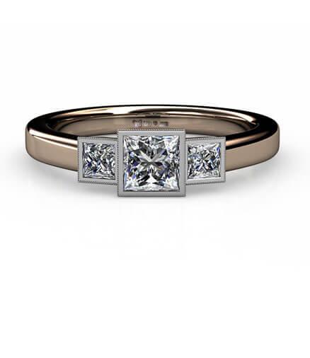 trestensring med prinsesslipade diamanter