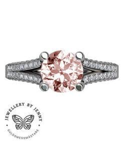 Vacker ring med diamanter och morganit
