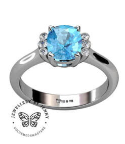 vacker ring med akvamarin