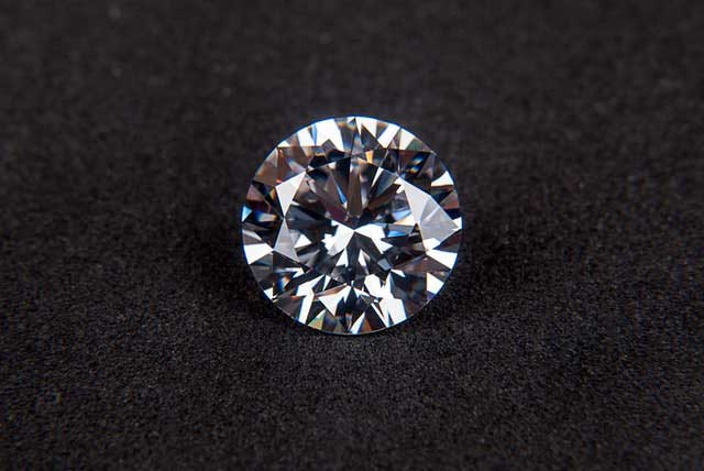 gnistrande diamant
