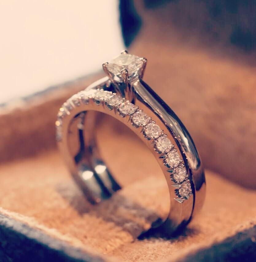 Moderna förlovningsringar