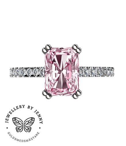 ring med diamanter och rosa sten