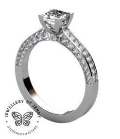 ring med prinsesslipad diamant